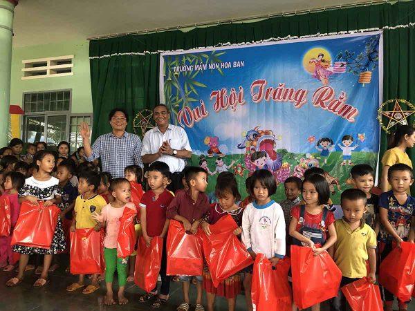 Chi hội ATVSLĐ Vũng Tàu mang trung thu đến với trẻ em nghèo tại Đắk Lắk