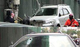 Hà Nội: Thanh sắt 3 m rơi từ công trình xây dựng, xuyên thủng kính ôtô 7 chỗ