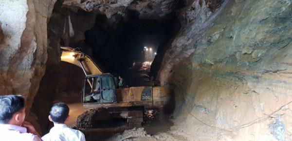 Tin mới vụ 2 phu vàng mắc kẹt trong mỏ vàng trái phép