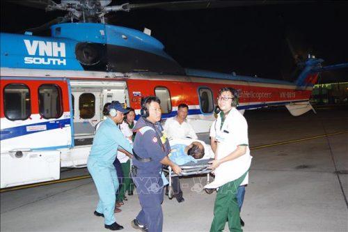 Cấp cứu kịp thời một công nhân bị tai nạn trên biển Trường Sa