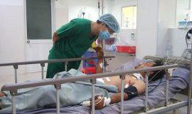 Cứu sống nam công nhân bị vỡ đại tràng do thanh sắt rơi trúng bụng